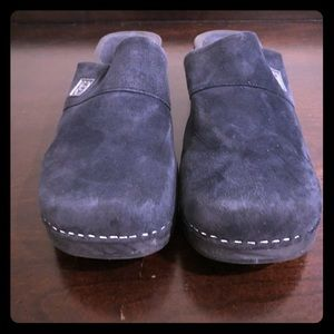 CHANEL blue suede clogs